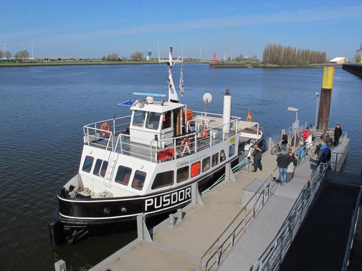 """Das Fährschiff """"Pusdorf"""" (Quelle: Kultur vor Ort e.V.)"""