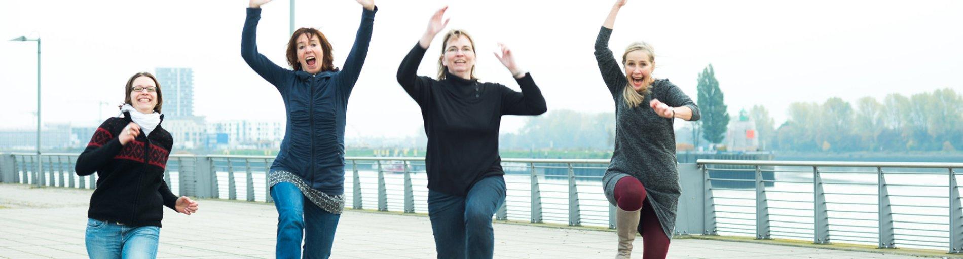Vier gut gelaunte, lachende Frauen (Foto: Kerstin Rolfes)