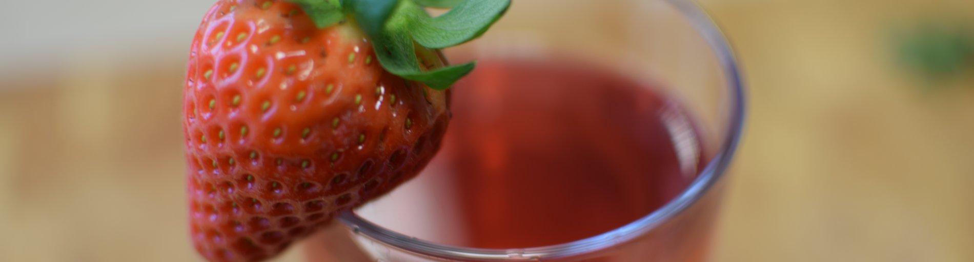 Erdbeer-Basilikum-Eistee