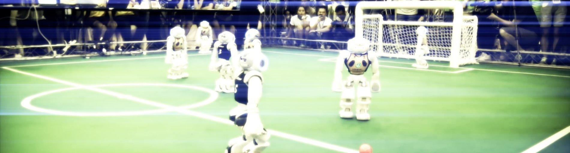 Roboter, die Fußball spielen.