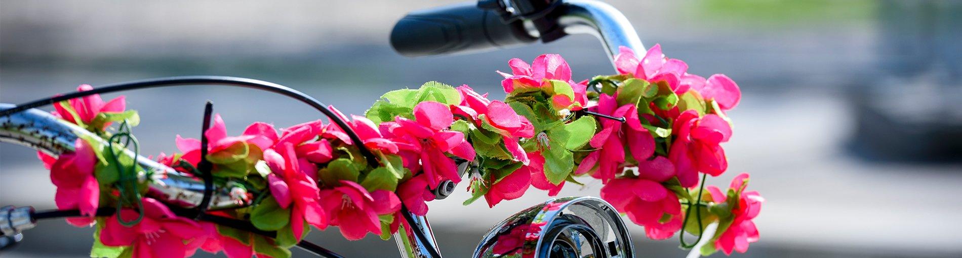 Fahrradlenkrad mit Blumen