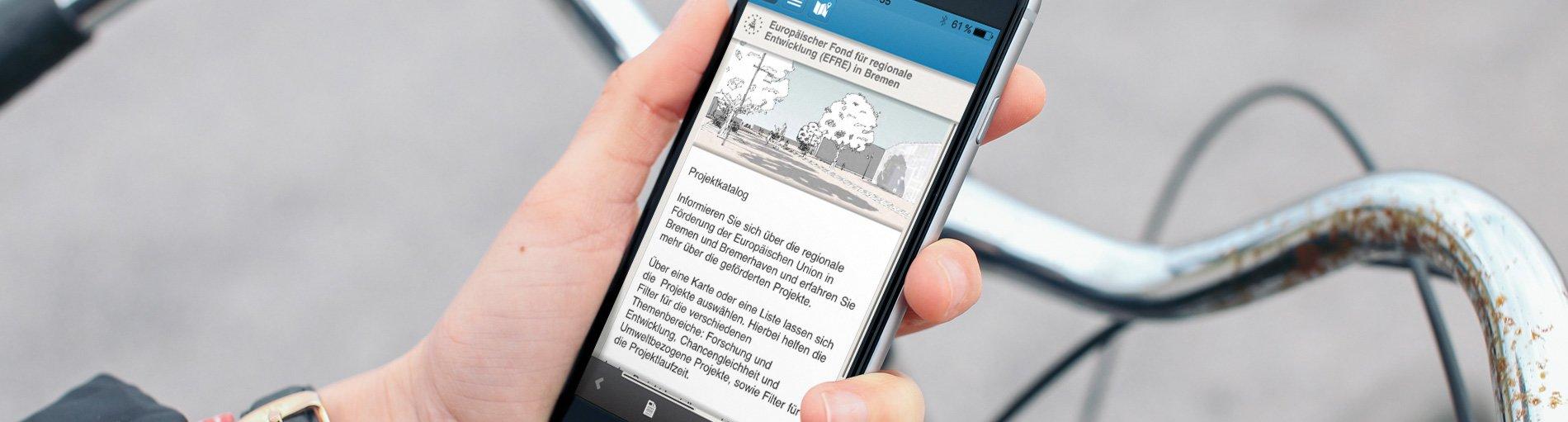 Hand mit Smartphone und geöffneter Efre-App