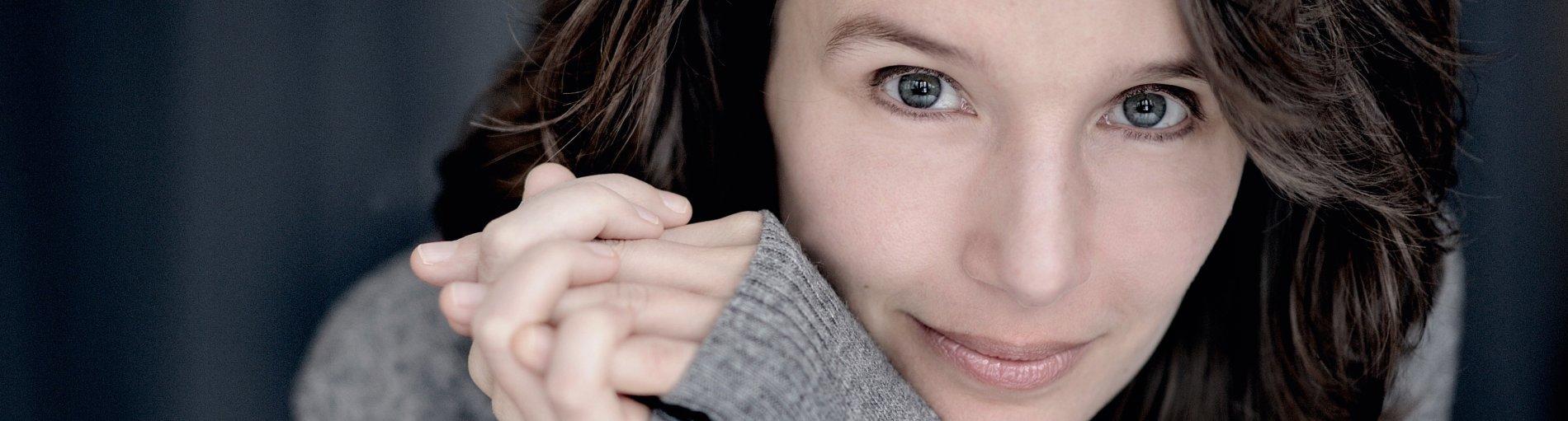 Ein Portrait der französischen Pianistin.