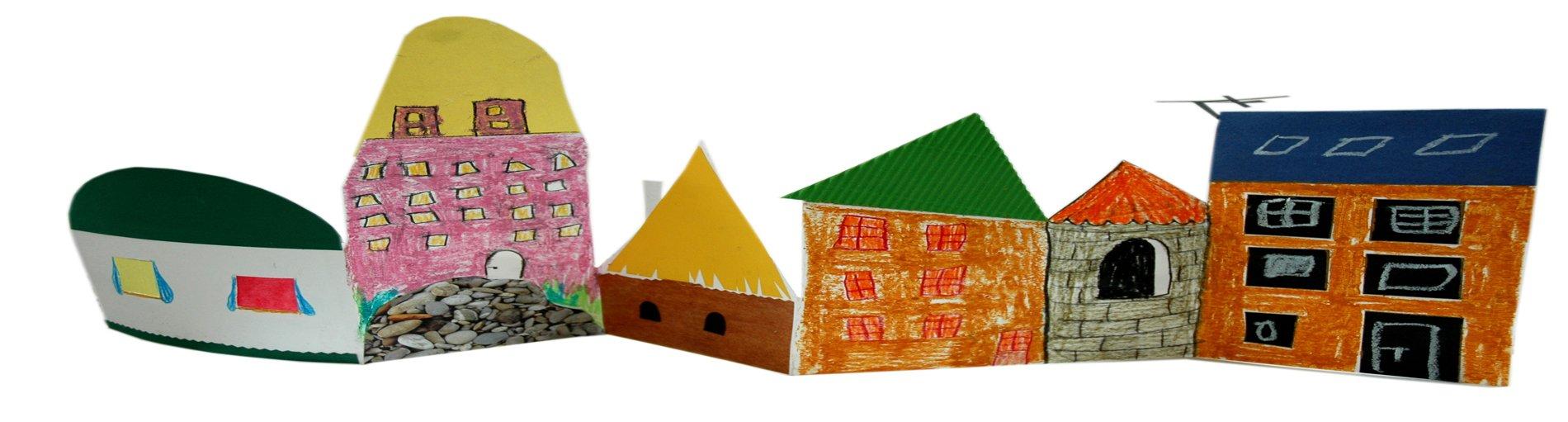 Selbstgemalte, ausgeschnittene bunte Häuserreihe.