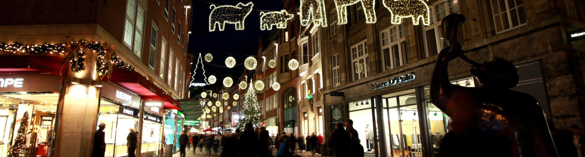 Die weihnachtlich beleuchtete Sögestraße.