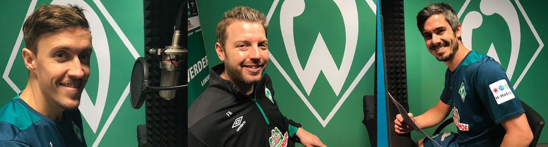 Der Werder-Trainer und zwei weitere Spieler nehmen das Märchen der Stadtmusikanten in einem Tonstudio auf.