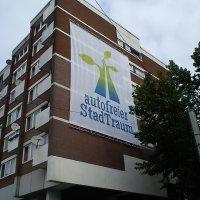Hauswand mit Logo