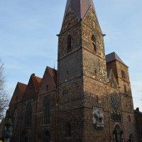 Die Unser Lieben Frauen Kirche in der Bremer Innenstadt von der Seite