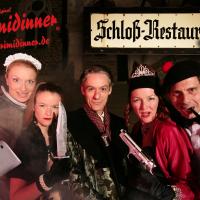 Fünf Schauspieler des Krimidinners posieren in ihren Kostümen.
