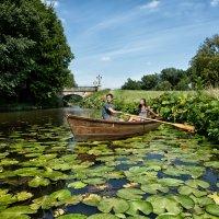 Im Sommer vor allem bei Paaren beliebt: eine romantische Ruderbootfahrt im Bürgerpark.