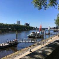 Bremer Schlachte mit anlegenden Booten