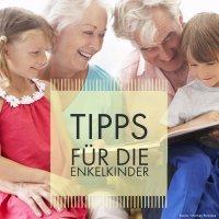 Großeltern lesen mit ihren Enkeln (Quelle: fotolia / Monkey Business)