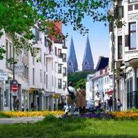 Ein Blick entlang des Fedelhörens mit Blick auf den Bremer Dom.