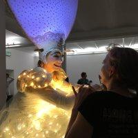 Kostümträger des Bremer Karnevals im Backstagebereich beim Lichtertreiben 2018
