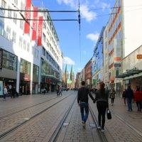 Shopping Bummel in der Obernstraße - im Hintergrund die Dom Türme