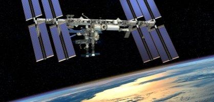 Die Internationale Raumstation ISS über der Erde