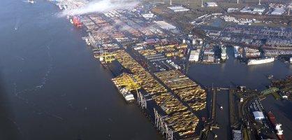 Ansicht eines Hafengebiets von oben; Quelle: bremenports/BLG