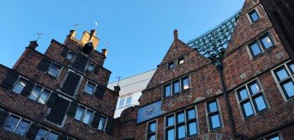 Giebel des Hauses des Glockenspiels in der Böttcherstraße
