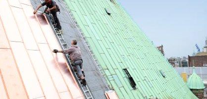 Erfolgreich abgeschlossen wurde 2016 die Sanierung des Rathausdaches. Eindringendes Regenwasser hatte die wertvolle Bausubstanz des UNESCO-Welterbes bedroht. Nun glänzt neues Kupfer – ein wichtiger Beitrag für den Denkmalschutz.