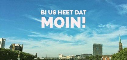 Bild von der Weser mit Aufschrift Bi uns heet dat Moin