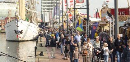 Menschen beim Seestadtfest - Landgang Bremerhaven.