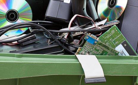Alte Kleinelektronik kann jetzt auf vielen Container-Stellplätzen einfach entsorgt werden