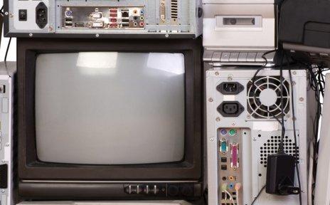 Alte Elektronik auf einem Haufen