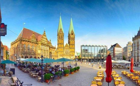 Marktplatz-Panorama am Abend