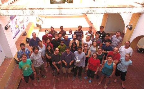 Gruppe von Wissenschaftler und Studierenden
