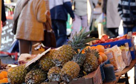 Annanas auf dem Wochenmarkt