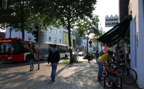 Blick auf die Hemmstraße in Findorff an einem verkaufsoffenen Sonntag