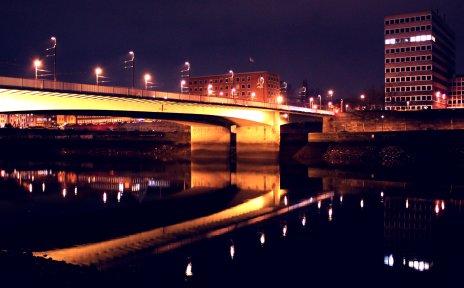 Brücke über die Weser bei Nacht