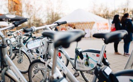 Gruppe von Leihrädern des Anbietes WK Bike