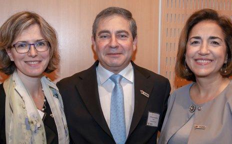 Die Generaldirektorin für Jugend, Sport und Kultur der EU-Kommission, Themis Christophidou (re.), mit dem Rektor der Universität Zypern, Tasos Christofides, sowie der Geschäftsführerin der YUFE-Allianz, Daniela Trani.