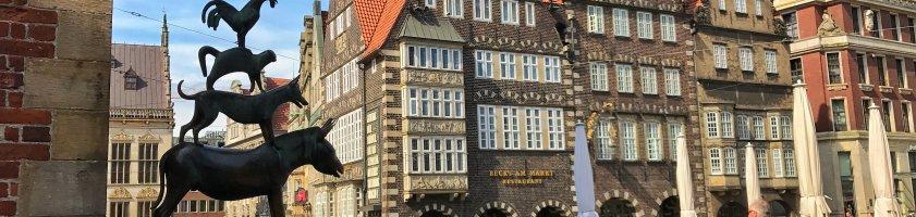 Die Bremer Stadtmusikanten neben dem Rathaus