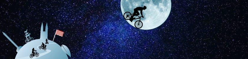 Ein Radfahrer fährt auf dem Mond Fahrrad