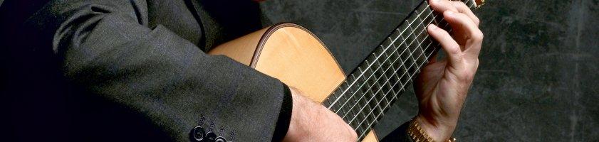 Pepe Romero mit seiner Gitarre.