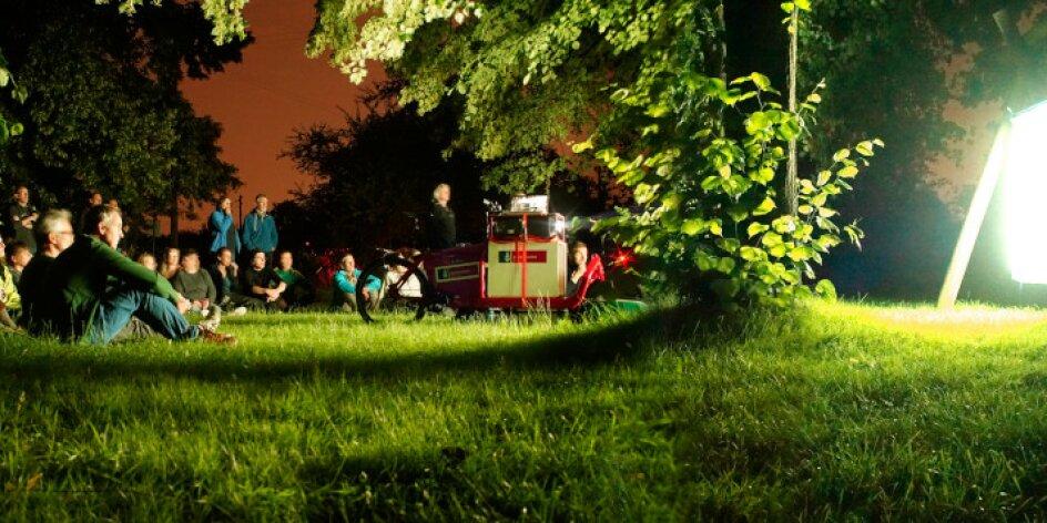BIKE IT! Film Night Ride - PLATT Land Film, Fietskino! Film Radtuur in't Düüstern op Platt