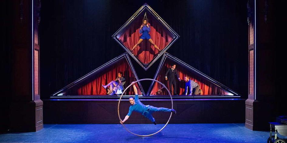 Cirque Èloize – HOTEL