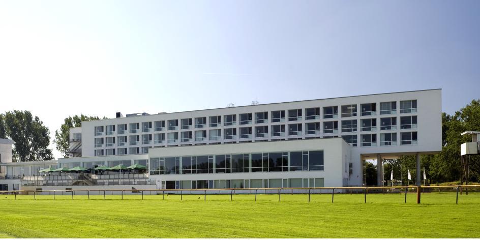 ATLANTIC Hotel Galopprennbahn