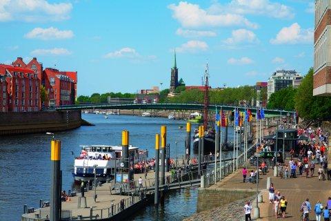 Blick auf Martini-Anleger, Schlachte-Ufer und Weser; Quelle: BTZ