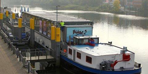 Das Theaterschiff Bremen von Außen.