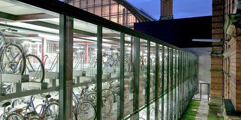In der Fahrradstation des ADFCS können Fahrräder auf Stellplätzen geparkt werden