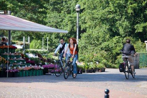 Im Sommer dominiert ein Fortbewegungsmittel das Bremer Geschehen: der lieb gewonnene und in Bremen allseits geschätzte Drahtesel. (Quelle: WFB Wirtschaftsförderung Bremen GmbH/T. Vankann)