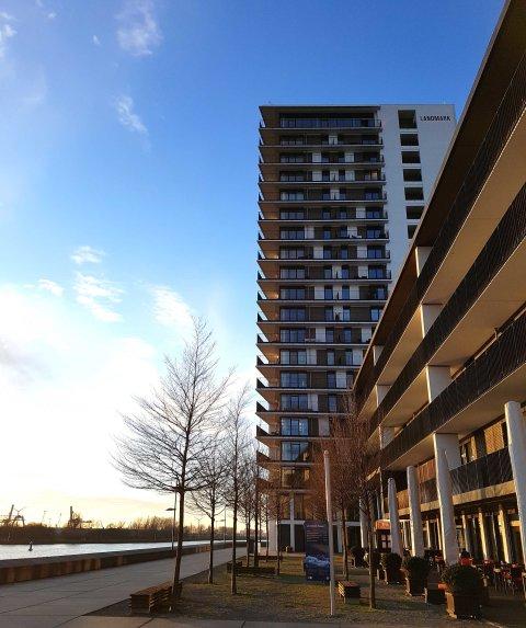 Der Landmark Tower in der Bremer Überseestadt. Fotografiert an einem sonnigen Frühlingsnachmittag.
