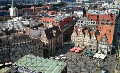 Ein Blick vom St. Petri Dom auf den Marktplatz; Quelle: bremen.online/BKO