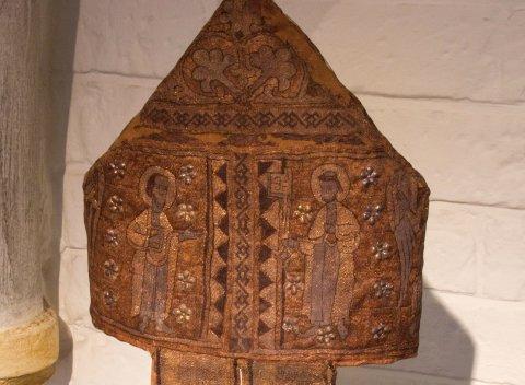 Eine Mitra im Dom-Museum