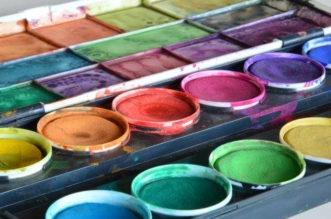Farbkasten (Foto: Fotolia / frankfattler)