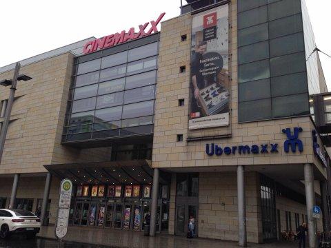 Eine Außenaufnahme vom Cinemaxx-Kino in Bremen.