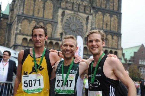 Teilnehmer des swb-Marathon vor dem Bremer Dom